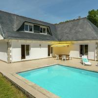 Luxury Holiday Home in Concarneau with Swimming Pool