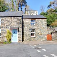 Cosy holiday home in Penrhyndeudraeth with Terrace