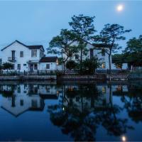 Seven Fun Village Resort in Zhouzhuang