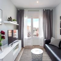 Joyful renovated flat close to Camp Nou