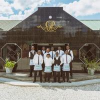 Le Dolphin's Grand Paradiso Hotel