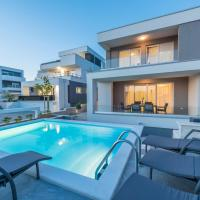Apartments with pool Villa Zora