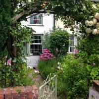 Stylish holiday home in Talybont-on-Usk with Private Garden