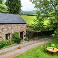 Lovely holiday home in Crickhowell with garden