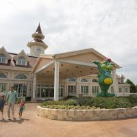Gardaland Hotel </h2 <div class=sr-card__item sr-card__item--badges <div class= sr-card__badge sr-card__badge--class u-margin:0  data-ga-track=click data-ga-category=SR Card Click data-ga-action=Hotel rating data-ga-label=book_window:  day(s)  <i class= bk-icon-wrapper bk-icon-stars star_track  title=4 stelle  <svg aria-hidden=true class=bk-icon -sprite-ratings_stars_4 focusable=false height=10 width=43<use xlink:href=#icon-sprite-ratings_stars_4</use</svg                     <span class=invisible_spoken4 stelle</span </i </div   <div style=padding: 2px 0  <div class=bui-review-score c-score bui-review-score--smaller <div class=bui-review-score__badge aria-label=Punteggio di 8,6 8,6 </div <div class=bui-review-score__content <div class=bui-review-score__title Favoloso </div </div </div   </div </div <div class=sr-card__item   data-ga-track=click data-ga-category=SR Card Click data-ga-action=Hotel location data-ga-label=book_window:  day(s)  <svg alt=Posizione della struttura class=bk-icon -iconset-geo_pin sr_svg__card_icon height=12 width=12<use xlink:href=#icon-iconset-geo_pin</use</svg <div class= sr-card__item__content   Castelnuovo del Garda • <span 3 km </span  dal centro </div </div </div </div </a </li <div data-et-view=cJaQWPWNEQEDSVWe:1</div <li id=hotel_254022 data-is-in-favourites=0 data-hotel-id='254022' class=sr-card sr-card--arrow bui-card bui-u-bleed@small js-sr-card m_sr_info_icons card-halved card-halved--active   <a href=/hotel/it/belvedere-village-spa.it.html target=_blank class=sr-card__row bui-card__content data-et-click=customGoal: aria-label=  Belvedere Village,  Punteggio di 8.5,      <div class=sr-card__image js-sr_simple_card_hotel_image has-debolded-deal js-lazy-image sr-card__image--lazy data-src=https://q-cf.bstatic.com/xdata/images/hotel/square200/163507042.jpg?k=f0a3095c00d35ff8eca0adcc1126da6de9c42870770318fe0fbae3fdeb4dab54&o=&s=1,https://r-cf.bstatic.com/xdata/images/hotel/max1024x768/163507042.jpg?k=e18c3f4a376c6dfea17affe36894941582d4fe6deee99d8696f1541d761f33b4&o=&s=1  <div class=sr-card__image-inner css-loading-hidden </div <noscript <div class=sr-card__image--nojs style=background-image: url('https://q-cf.bstatic.com/xdata/images/hotel/square200/163507042.jpg?k=f0a3095c00d35ff8eca0adcc1126da6de9c42870770318fe0fbae3fdeb4dab54&o=&s=1')</div </noscript </div <div class=sr-card__details data-et-click=     <div class=sr-card_details__inner <h2 class=sr-card__name u-margin:0 u-padding:0 data-ga-track=click data-ga-category=SR Card Click data-ga-action=Hotel name data-ga-label=book_window:  day(s)  Belvedere Village </h2 <div class=sr-card__item sr-card__item--badges <div style=padding: 2px 0  <div class=bui-review-score c-score bui-review-score--smaller <div class=bui-review-score__badge aria-label=Punteggio di 8,5 8,5 </div <div class=bui-review-score__content <div class=bui-review-score__title Ottimo </div </div </div   </div </div <div class=sr-card__item   data-ga-track=click data-ga-category=SR Card Click data-ga-action=Hotel location data-ga-label=book_window:  day(s)  <svg alt=Posizione della struttura class=bk-icon -iconset-geo_pin sr_svg__card_icon height=12 width=12<use xlink:href=#icon-iconset-geo_pin</use</svg <div class= sr-card__item__content   Castelnuovo del Garda • <span 3,7 km </span  dal centro </div </div </div </div </a </li <div data-et-view=cJaQWPWNEQEDSVWe:1</div <li id=hotel_41676 data-is-in-favourites=0 data-hotel-id='41676' class=sr-card sr-card--arrow bui-card bui-u-bleed@small js-sr-card m_sr_info_icons card-halved card-halved--active   <a href=/hotel/it/dore-castelnuovo-del-garda.it.html target=_blank class=sr-card__row bui-card__content data-et-click=customGoal: aria-label=  Hotel Dor&egrave;,  Punteggio di 7.7,      <div class=sr-card__image js-sr_simple_card_hotel_image has-debolded-deal js-lazy-image sr-card__image--lazy data-src=https://r-cf.bstatic.com/xdata/images/hotel/square200/27420853.jpg?k=7b56fe0263adb8f6591fc94dd9e8adea02ce562fd14b027e4be9d7319908d444&o=&s=1,https://r-cf.bstatic.com/xdata/images/hotel/max1024x768/27420853.jpg?k=7fbd8e856c54ba963c2f868c926fee1460e003638e4545c2333574c27160f759&o=&s=1  <div class=sr-card__image-inner css-loading-hidden </div <noscript <div class=sr-card__image--nojs style=background-image: url('https://r-cf.bstatic.com/xdata/images/hotel/square200/27420853.jpg?k=7b56fe0263adb8f6591fc94dd9e8adea02ce562fd14b027e4be9d7319908d444&o=&s=1')</div </noscript </div <div class=sr-card__details data-et-click=     <div class=sr-card_details__inner <h2 class=sr-card__name u-margin:0 u-padding:0 data-ga-track=click data-ga-category=SR Card Click data-ga-action=Hotel name data-ga-label=book_window:  day(s)  Hotel Dorè </h2 <div class=sr-card__item sr-card__item--badges <div class= sr-card__badge sr-card__badge--class u-margin:0  data-ga-track=click data-ga-category=SR Card Click data-ga-action=Hotel rating data-ga-label=book_window:  day(s)  <i class= bk-icon-wrapper bk-icon-stars star_track  title=3 stelle  <svg aria-hidden=true class=bk-icon -sprite-ratings_stars_3 focusable=false height=10 width=32<use xlink:href=#icon-sprite-ratings_stars_3</use</svg                     <span class=invisible_spoken3 stelle</span </i </div   <div style=padding: 2px 0  <div class=bui-review-score c-score bui-review-score--smaller <div class=bui-review-score__badge aria-label=Punteggio di 7,7 7,7 </div <div class=bui-review-score__content <div class=bui-review-score__title Buono </div </div </div   </div </div <div class=sr-card__item   data-ga-track=click data-ga-category=SR Card Click data-ga-action=Hotel location data-ga-label=book_window:  day(s)  <svg alt=Posizione della struttura class=bk-icon -iconset-geo_pin sr_svg__card_icon height=12 width=12<use xlink:href=#icon-iconset-geo_pin</use</svg <div class= sr-card__item__content   Castelnuovo del Garda • <span 150 m </span  dal centro </div </div </div </div </a </li <div data-et-view=cJaQWPWNEQEDSVWe:1</div <li id=hotel_4040845 data-is-in-favourites=0 data-hotel-id='4040845' class=sr-card sr-card--arrow bui-card bui-u-bleed@small js-sr-card m_sr_info_icons card-halved card-halved--active   <a href=/hotel/it/gardaland-magic.it.html target=_blank class=sr-card__row bui-card__content data-et-click=customGoal: aria-label=  Gardaland Magic Hotel,  Punteggio di 8.6,      <div class=sr-card__image js-sr_simple_card_hotel_image has-debolded-deal js-lazy-image sr-card__image--lazy data-src=https://r-cf.bstatic.com/xdata/images/hotel/square200/210748914.jpg?k=06d9d46384ed0ddde0e251deb302337ba58e3cbdaf5be27dc38326460c0c847c&o=&s=1,https://r-cf.bstatic.com/xdata/images/hotel/max1024x768/210748914.jpg?k=e830988b50fe3ed09d701f344dfcd47077ca6dfe92e62fb8e5673e519d797496&o=&s=1  <div class=sr-card__image-inner css-loading-hidden </div <noscript <div class=sr-card__image--nojs style=background-image: url('https://r-cf.bstatic.com/xdata/images/hotel/square200/210748914.jpg?k=06d9d46384ed0ddde0e251deb302337ba58e3cbdaf5be27dc38326460c0c847c&o=&s=1')</div </noscript </div <div class=sr-card__details data-et-click=     <div class=sr-card_details__inner <h2 class=sr-card__name u-margin:0 u-padding:0 data-ga-track=click data-ga-category=SR Card Click data-ga-action=Hotel name data-ga-label=book_window:  day(s)  Gardaland Magic Hotel </h2 <div class=sr-card__item sr-card__item--badges <div class= sr-card__badge sr-card__badge--class u-margin:0  data-ga-track=click data-ga-category=SR Card Click data-ga-action=Hotel rating data-ga-label=book_window:  day(s)  <i class= bk-icon-wrapper bk-icon-stars star_track  title=4 stelle  <svg aria-hidden=true class=bk-icon -sprite-ratings_stars_4 focusable=false height=10 width=43<use xlink:href=#icon-sprite-ratings_stars_4</use</svg                     <span class=invisible_spoken4 stelle</span </i </div   <div style=padding: 2px 0  <div class=bui-review-score c-score bui-review-score--smaller <div class=bui-review-score__badge aria-label=Punteggio di 8,6 8,6 </div <div class=bui-review-score__content <div class=bui-review-score__title Favoloso </div </div </div   </div </div <div class=sr-card__item   data-ga-track=click data-ga-category=SR Card Click data-ga-action=Hotel location data-ga-label=book_window:  day(s)  <svg alt=Posizione della struttura class=bk-icon -iconset-geo_pin sr_svg__card_icon height=12 width=12<use xlink:href=#icon-iconset-geo_pin</use</svg <div class= sr-card__item__content   Castelnuovo del Garda • <span 2,7 km </span  dal centro </div </div </div </div </a </li <div data-et-view=cJaQWPWNEQEDSVWe:1</div <li id=hotel_379473 data-is-in-favourites=0 data-hotel-id='379473' class=sr-card sr-card--arrow bui-card bui-u-bleed@small js-sr-card m_sr_info_icons card-halved card-halved--active   <a href=/hotel/it/campanello.it.html target=_blank class=sr-card__row bui-card__content data-et-click=customGoal: aria-label=  Hotel Campanello,  Punteggio di 9.2,      <div class=sr-card__image js-sr_simple_card_hotel_image has-debolded-deal js-lazy-image sr-card__image--lazy data-src=https://q-cf.bstatic.com/xdata/images/hotel/square200/101040287.jpg?k=e1336d12584058ae78cd1bae67dd14a331d97a10f2c50f3d0eb1256c55b6a49f&o=&s=1,https://q-cf.bstatic.com/xdata/images/hotel/max1024x768/101040287.jpg?k=072db152727b2bdc9b63cc2391e1ea860806686a4c1e558b6dd781c8f98c82e4&o=&s=1  <div class=sr-card__image-inner css-loading-hidden </div <noscript <div class=sr-card__image--nojs style=background-image: url('https://q-cf.bstatic.com/xdata/images/hotel/square200/101040287.jpg?k=e1336d12584058ae78cd1bae67dd14a331d97a10f2c50f3d0eb1256c55b6a49f&o=&s=1')</div </noscript </div <div class=sr-card__details data-et-click=     <div class=sr-card_details__inner <h2 class=sr-card__name u-margin:0 u-padding:0 data-ga-track=click data-ga-category=SR Card Click data-ga-action=Hotel name data-ga-label=book_window:  day(s)  Hotel Campanello </h2 <div class=sr-card__item sr-card__item--badges <div class= sr-card__badge sr-card__badge--class u-margin:0  data-ga-track=click data-ga-category=SR Card Click data-ga-action=Hotel rating data-ga-label=book_window:  day(s)  <i class= bk-icon-wrapper bk-icon-stars star_track  title=3 stelle  <svg aria-hidden=true class=bk-icon -sprite-ratings_stars_3 focusable=false height=10 width=32<use xlink:href=#icon-sprite-ratings_stars_3</use</svg                     <span class=invisible_spoken3 stelle</span </i </div   <div style=padding: 2px 0  <div class=bui-review-score c-score bui-review-score--smaller <div class=bui-review-score__badge aria-label=Punteggio di 9,2 9,2 </div <div class=bui-review-score__content <div class=bui-review-score__title Eccellente </div </div </div   </div </div <div class=sr-card__item   data-ga-track=click data-ga-category=SR Card Click data-ga-action=Hotel location data-ga-label=book_window:  day(s)  <svg alt=Posizione della struttura class=bk-icon -iconset-geo_pin sr_svg__card_icon height=12 width=12<use xlink:href=#icon-iconset-geo_pin</use</svg <div class= sr-card__item__content   Castelnuovo del Garda • <span 5 km </span  dal centro </div </div </div </div </a </li <div data-et-view=cJaQWPWNEQEDSVWe:1</div <li id=hotel_1543927 data-is-in-favourites=0 data-hotel-id='1543927' class=sr-card sr-card--arrow bui-card bui-u-bleed@small js-sr-card m_sr_info_icons card-halved card-halved--active   <a href=/hotel/it/gardaland-adventure.it.html target=_blank class=sr-card__row bui-card__content data-et-click=customGoal: aria-label=  Gardaland Adventure Hotel,  Punteggio di 8.6,      <div class=sr-card__image js-sr_simple_card_hotel_image has-debolded-deal js-lazy-image sr-card__image--lazy data-src=https://q-cf.bstatic.com/xdata/images/hotel/square200/116680927.jpg?k=4a3a8693507e79a74e39393d9f4a4b2e06a50c3b189be8968f49f2ff8d76bf1e&o=&s=1,https://r-cf.bstatic.com/xdata/images/hotel/max1024x768/116680927.jpg?k=5595730f675cc39b993a3096e46392489c9ba5507d74420ac1ee16434d4b5fba&o=&s=1  <div class=sr-card__image-inner css-loading-hidden </div <noscript <div class=sr-card__image--nojs style=background-image: url('https://q-cf.bstatic.com/xdata/images/hotel/square200/116680927.jpg?k=4a3a8693507e79a74e39393d9f4a4b2e06a50c3b189be8968f49f2ff8d76bf1e&o=&s=1')</div </noscript </div <div class=sr-card__details data-et-click=     <div class=sr-card_details__inner <h2 class=sr-card__name u-margin:0 u-padding:0 data-ga-track=click data-ga-category=SR Card Click data-ga-action=Hotel name data-ga-label=book_window:  day(s)  Gardaland Adventure Hotel </h2 <div class=sr-card__item sr-card__item--badges <div class= sr-card__badge sr-card__badge--class u-margin:0  data-ga-track=click data-ga-category=SR Card Click data-ga-action=Hotel rating data-ga-label=book_window:  day(s)  <i class= bk-icon-wrapper bk-icon-stars star_track  title=4 stelle  <svg aria-hidden=true class=bk-icon -sprite-ratings_stars_4 focusable=false height=10 width=43<use xlink:href=#icon-sprite-ratings_stars_4</use</svg                     <span class=invisible_spoken4 stelle</span </i </div   <div style=padding: 2px 0  <div class=bui-review-score c-score bui-review-score--smaller <div class=bui-review-score__badge aria-label=Punteggio di 8,6 8,6 </div <div class=bui-review-score__content <div class=bui-review-score__title Favoloso </div </div </div   </div </div <div class=sr-card__item   data-ga-track=click data-ga-category=SR Card Click data-ga-action=Hotel location data-ga-label=book_window:  day(s)  <svg alt=Posizione della struttura class=bk-icon -iconset-geo_pin sr_svg__card_icon height=12 width=12<use xlink:href=#icon-iconset-geo_pin</use</svg <div class= sr-card__item__content   Castelnuovo del Garda • <span 3 km </span  dal centro </div </div </div </div </a </li <div data-et-view=cJaQWPWNEQEDSVWe:1</div <li id=hotel_3454463 data-is-in-favourites=0 data-hotel-id='3454463' class=sr-card sr-card--arrow bui-card bui-u-bleed@small js-sr-card m_sr_info_icons card-halved card-halved--active   <a href=/hotel/it/sweet-corner.it.html target=_blank class=sr-card__row bui-card__content data-et-click=customGoal: aria-label=  Sweet Corner,  Punteggio di 9,      <div class=sr-card__image js-sr_simple_card_hotel_image has-debolded-deal js-lazy-image sr-card__image--lazy data-src=https://r-cf.bstatic.com/xdata/images/hotel/square200/208639661.jpg?k=7925d62176c33aad0657a482b58b9df1e54f381b87c02359e584bb74a1e88474&o=&s=1,https://q-cf.bstatic.com/xdata/images/hotel/max1024x768/208639661.jpg?k=e770e04eccb8baff14fb885beb1a7fffe027777c24358bccb9201b5999e38c83&o=&s=1  <div class=sr-card__image-inner css-loading-hidden </div <noscript <div class=sr-card__image--nojs style=background-image: url('https://r-cf.bstatic.com/xdata/images/hotel/square200/208639661.jpg?k=7925d62176c33aad0657a482b58b9df1e54f381b87c02359e584bb74a1e88474&o=&s=1')</div </noscript </div <div class=sr-card__details data-et-click=     <div class=sr-card_details__inner <h2 class=sr-card__name u-margin:0 u-padding:0 data-ga-track=click data-ga-category=SR Card Click data-ga-action=Hotel name data-ga-label=book_window:  day(s)  Sweet Corner </h2 <div class=sr-card__item sr-card__item--badges <div style=padding: 2px 0  <div class=bui-review-score c-score bui-review-score--smaller <div class=bui-review-score__badge aria-label=Punteggio di 9,0 9,0 </div <div class=bui-review-score__content <div class=bui-review-score__title Eccellente </div </div </div   </div </div <div class=sr-card__item   data-ga-track=click data-ga-category=SR Card Click data-ga-action=Hotel location data-ga-label=book_window:  day(s)  <svg alt=Posizione della struttura class=bk-icon -iconset-geo_pin sr_svg__card_icon height=12 width=12<use xlink:href=#icon-iconset-geo_pin</use</svg <div class= sr-card__item__content   Castelnuovo del Garda • <span 2,5 km </span  dal centro </div </div </div </div </a </li <div data-et-view=cJaQWPWNEQEDSVWe:1</div <li id=hotel_3400549 data-is-in-favourites=0 data-hotel-id='3400549' class=sr-card sr-card--arrow bui-card bui-u-bleed@small js-sr-card m_sr_info_icons card-halved card-halved--active   <a href=/hotel/it/snale-house.it.html target=_blank class=sr-card__row bui-card__content data-et-click=customGoal: aria-label=  Snale House,  Punteggio di 9.5,      <div class=sr-card__image js-sr_simple_card_hotel_image has-debolded-deal js-lazy-image sr-card__image--lazy data-src=https://r-cf.bstatic.com/xdata/images/hotel/square200/139859563.jpg?k=2d119a93779b6f9eb0c4db707eb8475c2d92505848af529f61c612f0aad8ab0c&o=&s=1,https://q-cf.bstatic.com/xdata/images/hotel/max1024x768/139859563.jpg?k=77105f96b656fda8bc744ea7f7b48819a488dffcf0d0ccd52f0b12066a1d9192&o=&s=1  <div class=sr-card__image-inner css-loading-hidden </div <noscript <div class=sr-card__image--nojs style=background-image: url('https://r-cf.bstatic.com/xdata/images/hotel/square200/139859563.jpg?k=2d119a93779b6f9eb0c4db707eb8475c2d92505848af529f61c612f0aad8ab0c&o=&s=1')</div </noscript </div <div class=sr-card__details data-et-click=     <div class=sr-card_details__inner <div data-et-view= NAFQICFHUeUEBEbOMFcZSGNVBUKcTKe:1 NAFQICFHUeUEBEbOMFcZSGNVBUKcTKe:2  NAFQICFHUeUEBEbOMFcZSGNVBUKcTKe:5   </div <h2 class=sr-card__name u-margin:0 u-padding:0 data-ga-track=click data-ga-category=SR Card Click data-ga-action=Hotel name data-ga-label=book_window:  day(s)  Snale House </h2 <div class=sr-card__item sr-card__item--badges <div class= sr-card__badge sr-card__badge--class u-margin:0  data-ga-track=click data-ga-category=SR Card Click data-ga-action=Hotel rating data-ga-label=book_window:  day(s)  <span class=bh-quality-bars bh-quality-bars--small   <svg class=bk-icon -iconset-square_rating fill=#FEBB02 height=12 width=12<use xlink:href=#icon-iconset-square_rating</use</svg<svg class=bk-icon -iconset-square_rating fill=#FEBB02 height=12 width=12<use xlink:href=#icon-iconset-square_rating</use</svg<svg class=bk-icon -iconset-square_rating fill=#FEBB02 height=12 width=12<use xlink:href=#icon-iconset-square_rating</use</svg </span </div   <div style=padding: 2px 0  <div class=bui-review-score c-score bui-review-score--smaller <div class=bui-review-score__badge aria-label=Punteggio di 9,5 9,5 </div <div class=bui-review-score__content <div class=bui-review-score__title Eccezionale </div </div </div   </div </div <div class=sr-card__item   data-ga-track=click data-ga-category=SR Card Click data-ga-action=Hotel location data-ga-label=book_window:  day(s)  <svg alt=Posizione della struttura class=bk-icon -iconset-geo_pin sr_svg__card_icon height=12 width=12<use xlink:href=#icon-iconset-geo_pin</use</svg <div class= sr-card__item__content   Castelnuovo del Garda • <span 2,6 km </span  dal centro </div </div </div </div </a </li <li class=bui-card bui-u-bleed@small bh-quality-sr-explanation-card <div class=bh-quality-sr-explanation <span class=bh-quality-bars bh-quality-bars--small   <svg class=bk-icon -iconset-square_rating fill=#FEBB02 height=12 width=12<use xlink:href=#icon-iconset-square_rating</use</svg<svg class=bk-icon -iconset-square_rating fill=#FEBB02 height=12 width=12<use xlink:href=#icon-iconset-square_rating</use</svg<svg class=bk-icon -iconset-square_rating fill=#FEBB02 height=12 width=12<use xlink:href=#icon-iconset-square_rating</use</svg </span Una nuova valutazione della qualità da Booking.com per alloggi come case e appartamenti. <button type=button class=bui-link bui-link--primary aria-label=Open Modal data-modal-id=bh_quality_learn_more data-bui-component=Modal <span class=bui-button__textScopri di più</span </button </div <template id=bh_quality_learn_more <header class=bui-modal__header <h1 class=bui-modal__title id=myModal-title data-bui-ref=modal-title Valutazione della qualità </h1 </header <div class=bui-modal__body bui-modal__body--primary bh-quality-modal <h3 class=bh-quality-modal__heading <span class=bh-quality-bars bh-quality-bars--small   <svg class=bk-icon -iconset-square_rating fill=#FEBB02 height=12 width=12<use xlink:href=#icon-iconset-square_rating</use</svg<svg class=bk-icon -iconset-square_rating fill=#FEBB02 height=12 width=12<use xlink:href=#icon-iconset-square_rating</use</svg<svg class=bk-icon -iconset-square_rating fill=#FEBB02 height=12 width=12<use xlink:href=#icon-iconset-square_rating</use</svg<svg class=bk-icon -iconset-square_rating fill=#FEBB02 height=12 width=12<use xlink:href=#icon-iconset-square_rating</use</svg<svg class=bk-icon -iconset-square_rating fill=#FEBB02 height=12 width=12<use xlink:href=#icon-iconset-square_rating</use</svg </span