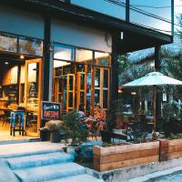 Bloom Cafe & Hostel