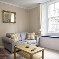 Central 2 Bedroom Flat Accommodates 6