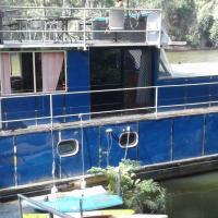 Colo River Houseboat