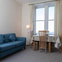 2 Bedroom Flat Sleeps 4 by The Shore