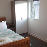 2 double rooms available in 3 bedroom house
