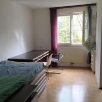 Room in maisonette with garden, parking place