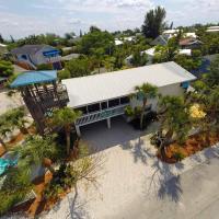 Blue Dolphin Inn - Flamingo Up Three Bedroom Apartment