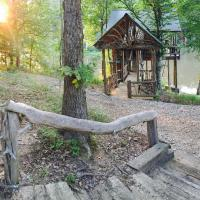 The Tree-Cabin on private 20 acre fishig lake