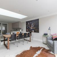 Gorgeous 5BR home with garden and parking in Battersea