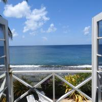 Hibiscus - Holiday Home with the Caribbean Sea on its Doorstep!