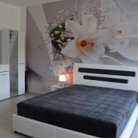 Kristina Apartments, hotel near Tivat Airport - TIV, Tivat