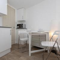 Studio Apartment in Clapham Common Accommodates 2