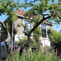 Apple Tree Cottage - charming canalhouse in our private garden - city heart Gouda