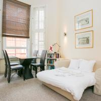 Bright Knightsbridge Flat Sleeps 4