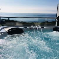 SEA CLIFF I The Miniature Boutique Hotel with Hot Tubs and Steam Room