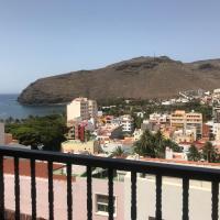 Vista al mar y montaña