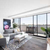 Spacious Urban Oasis Apartment with City Views by Ready Set Host