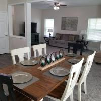 The Welch Sleeps 14 / 2 miles from Downtown