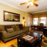 Comfortable 3 Bedroom Wrigleyville Apartment