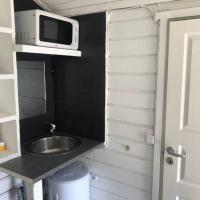 Tiny Cozy Cabin / min from Arlanda airport