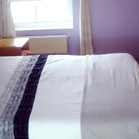 A Beautiful Double Bedroom in a Private House Stratford