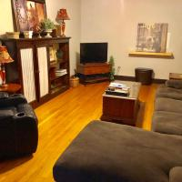 Vintage 3 Bedroom Wrigleyville Apartment