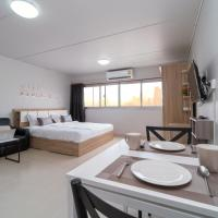 Popular Condo Muangthong by Khun Eve