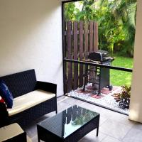 Just Remodeled Cozy Apartment 2BD 2BR Sleeps 5 Lanai , Pool , 6min to the beach!