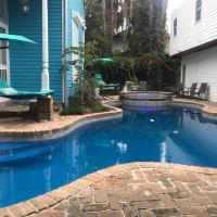 4 BR - Sleeps 8! Best location next to Bourbon Street!