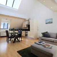 Superbly located! Bright and Airy Mews.