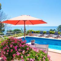 Lloret de Mar Villa Sleeps 9 Pool