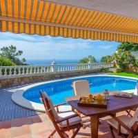 Lloret de Mar Villa Sleeps 6 Pool