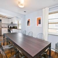 Chic Triplex Townhouse - 2 Blocks from Subway - 10 Min to NYC