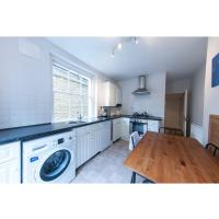 Lovely, spacious and bright garden flat in Clapham