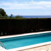 Cubelles Villa Sleeps 10 Pool