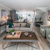 Elegant 2BR Fulham house with parking and garden
