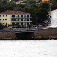 Apartments by the sea Rogac (Solta) - 11655