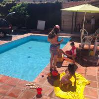 piscina, churrasqueira, casa espaçosa, laser pra quem quer curtir momentos agradaveis em grupo