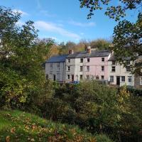 'Yellow Wood Micro Hostel' Basic, so don't bring Mum - undergoing refurbishment