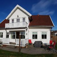 Stort feriehus på solrik utsiktstomt