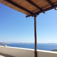 Two Houses Lighthouse Villa, hotel in Fanari