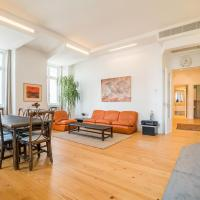 Spacious & Bright Apartment in Cais Sodre