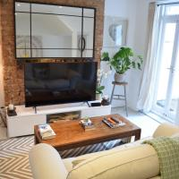 Modern 1 Bedroom Flat in Battersea with Patio