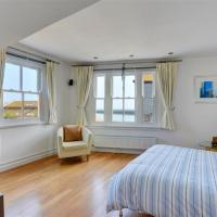 St Ives Villa Sleeps 6 WiFi