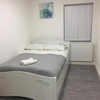 Sama's Stylish Hotel Room 4